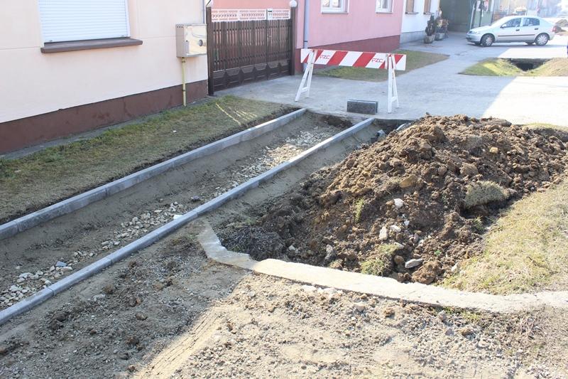 Nastavljaju se radovi na modernizaciji pješačkih staza na području grada