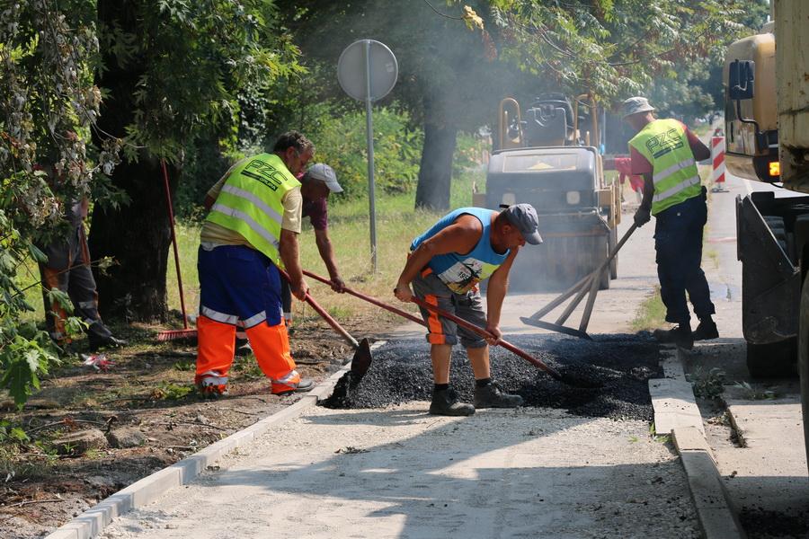 Započelo asfaltiranje novih pješačkih staza u Budakovoj ulici i Ulici sv. Lovre