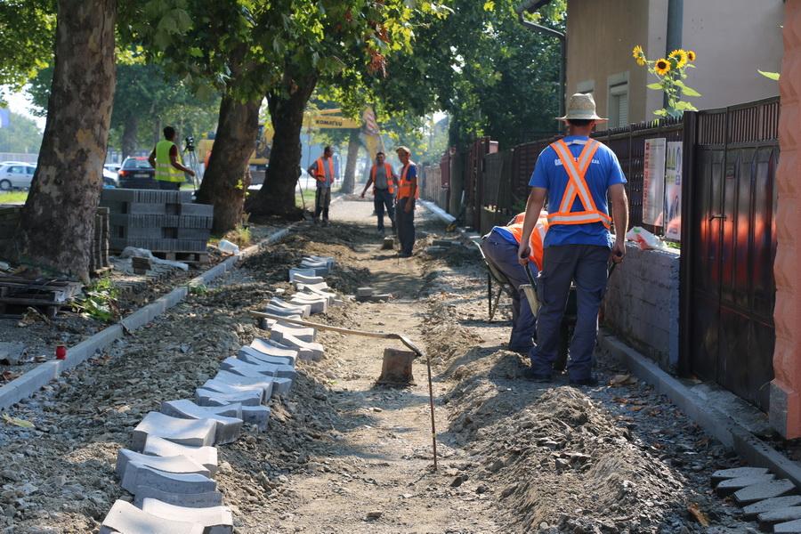 Radovi na pješačkoj stazi u Ulici sv. Lovre