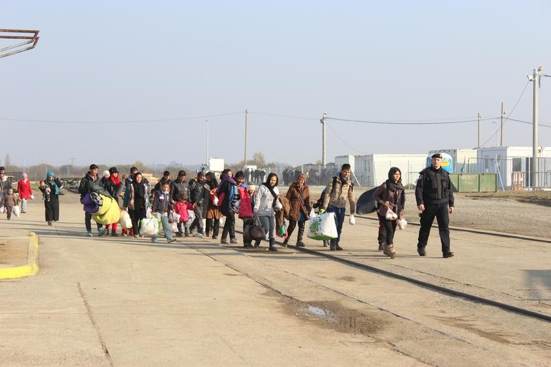Policija polako napušta Bjeliš - zatvara se kamp za migrante u Slavonskom Brodu!