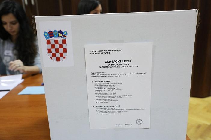 Hrvatska bira predsjednika: Otvorena birališta