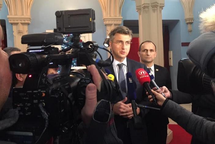 Premijer Andrej Plenković iz Osijeka poručio Brođanima da će učiniti sve da se Rafinerija u Bos. Brodu modernizira