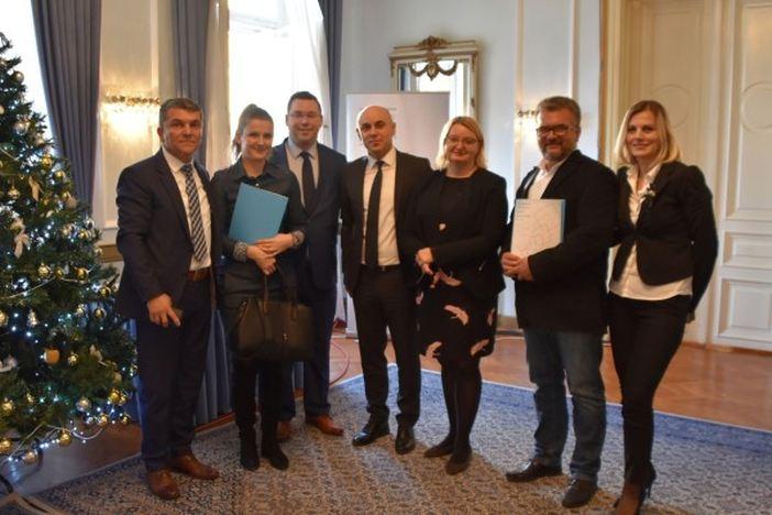 Svečano uručeni prvi Ugovori o dodjeli bespovratnih sredstava u sklopu projekta Zaželi