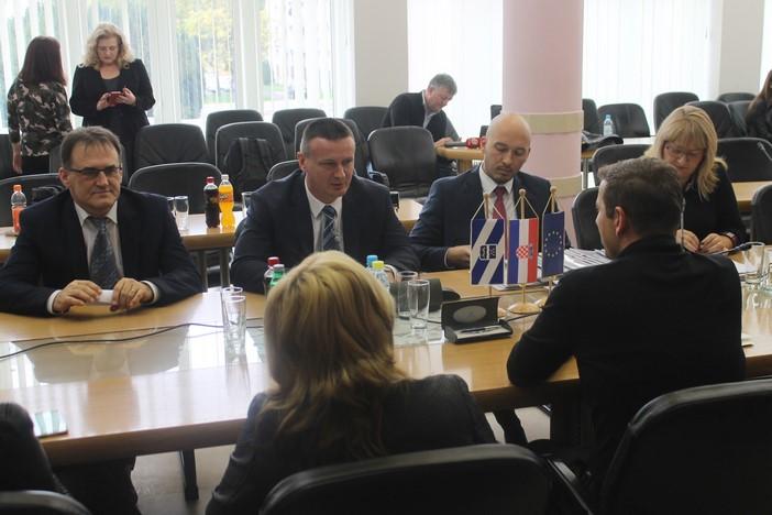 Potpisani ugovori za energetsku obnovu školskih objekata na području županije vrijedni 27 milijuna kuna
