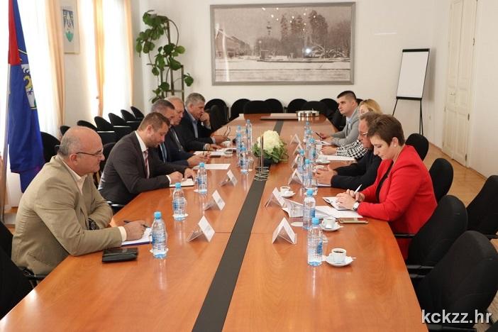 Koprivničko-križevačka i osam partnerskih županija potpisale inicijativu za rješavanje prometne diskriminacije hrvatskih prijevoznika roba u tranzitu