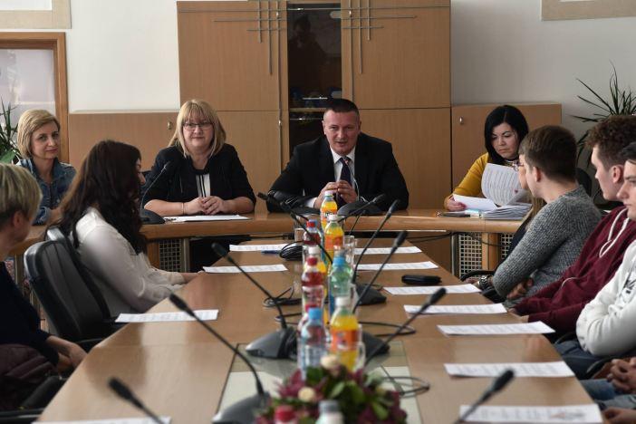 Potpisani ugovori za stipendije sa studentima s područja županije