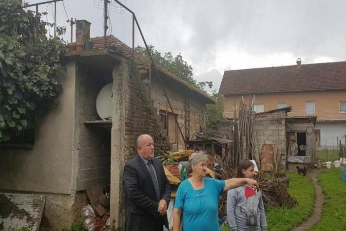Žive u ruševnoj kući od 800 kuna mirovine, a susjedi im prijete