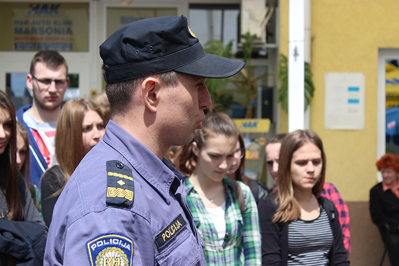 NE BRŽE OD ŽIVOTA: Projekt edukacije učenika o prometnim propisima i pružanju prve pomoći