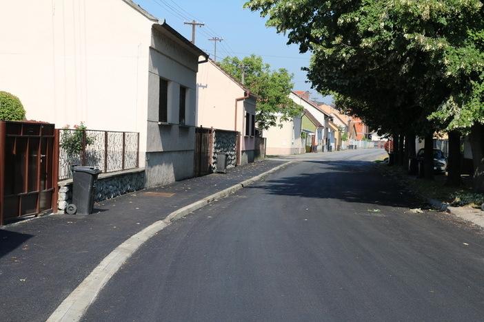 Asfaltirana cesta u Ulici Tome Bakača