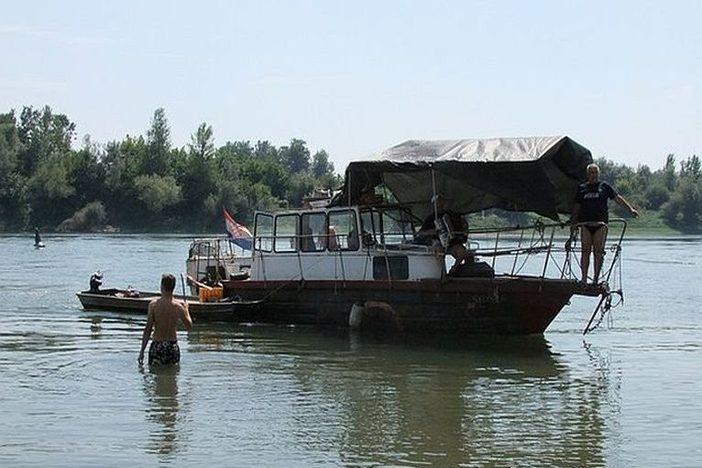 "SLAVONSKI BROD - povodom vojno- redarstvene akcije ""Oluja"", organizira se plovidba čamcima Savom"
