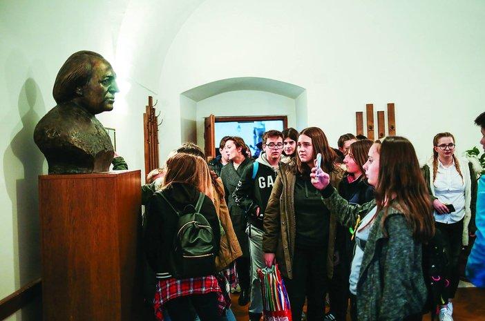 Kviz o Dragutinu Tadijanoviću dovodi preko stotinu mladih u naš grad