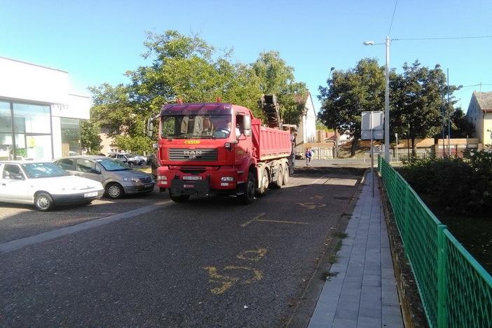 Nastavljaju se radovi na modernizaciji cesta i pješačkih staza na području grada
