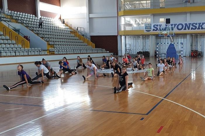 TOP DANCE u pripremama za novu sezonu i veliki plesni spektakl u Slavonskom Brodu