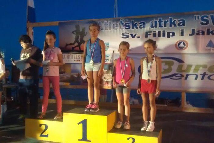 Zlatne medalje za atletičarke Petru i Lorenu
