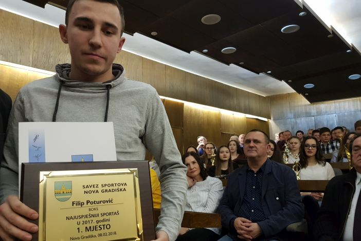 Filip Poturović od amatera do poluprofesionalnog boksača i najboljeg sportaša godine