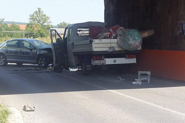 NOVA GRADIŠKA - u prometnoj nesreći teško ozlijeđene tri osobe