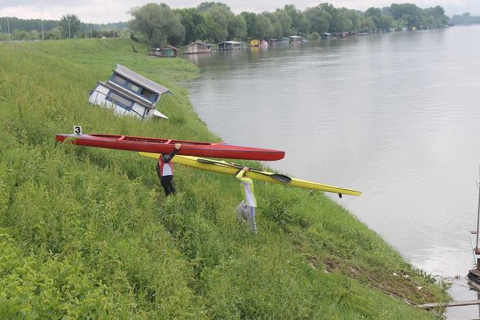 Petero mladih brodskih sportaša na Međunarodnoj regati u Brandenburgu (Njemačka).
