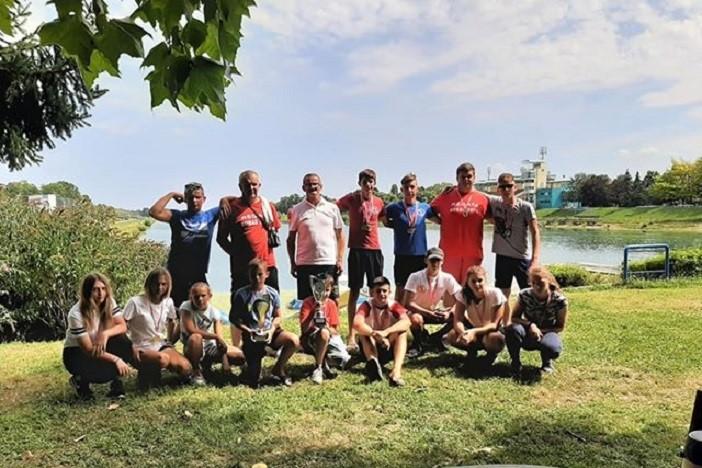 Kajak kanu klub Oriolik se sa zagrebačkog Jaruna vratio s dva pehara
