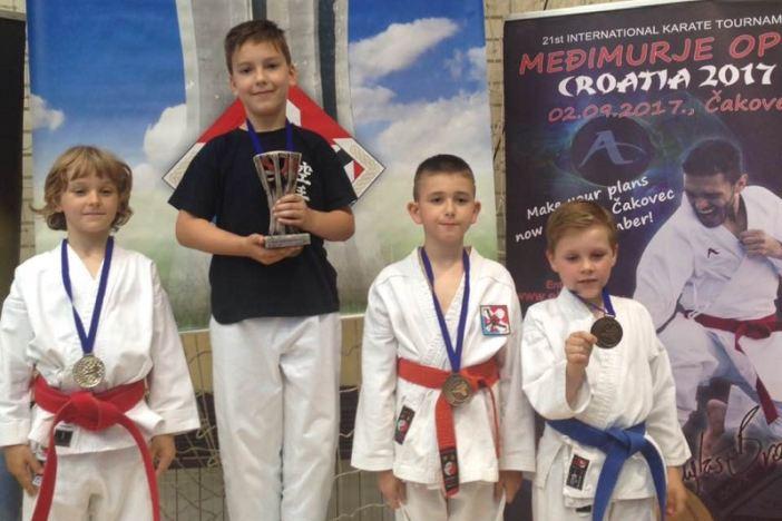 Karate klub Nova Gradiška kući se vratio s 5 medalja