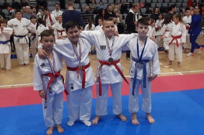 Brodske karatašice i karataši osvojili 34 medalje na natjecanju u Osijeku