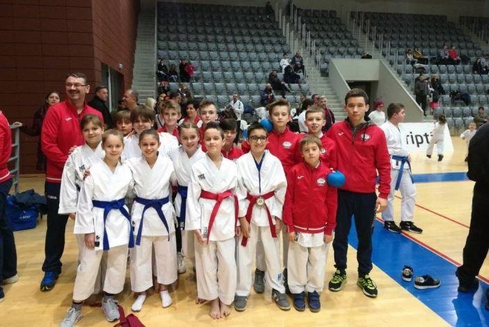 DOBAR VIKEND 18 odličja Karate kluba Slavonski Brod