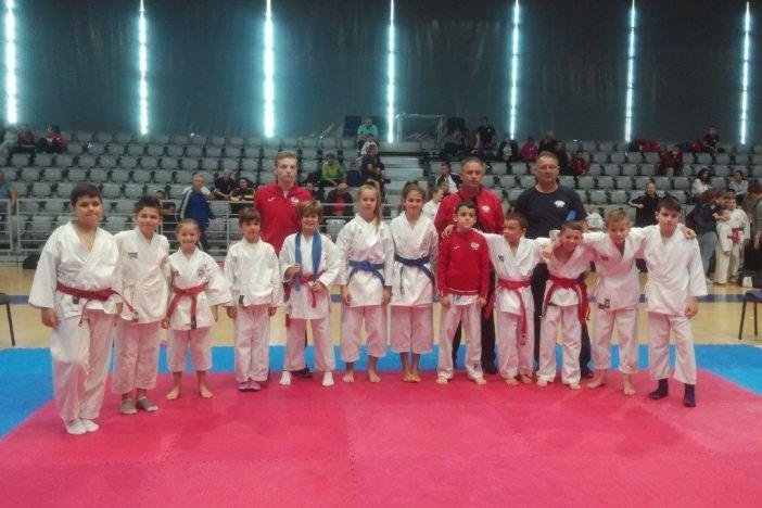 Čak 16 odličja  Karate kluba Slavonski Brod u Osijeku