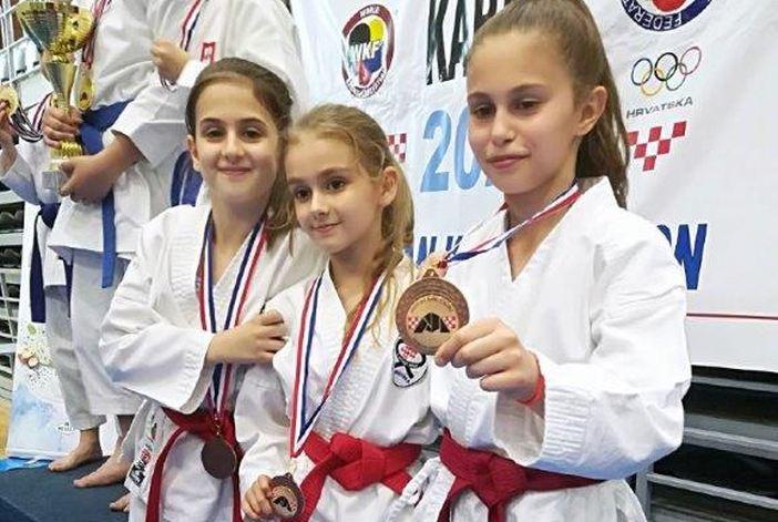 Čak 37.  odličja za brodski karate