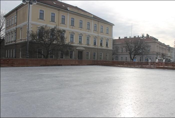 Otvorena sezona klizanja u Slavonskom Brodu