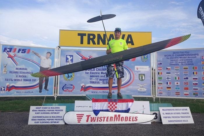 Brođanin Arijan Hucaljuk svjetski prvak u zrakoplovnom modelarstvu