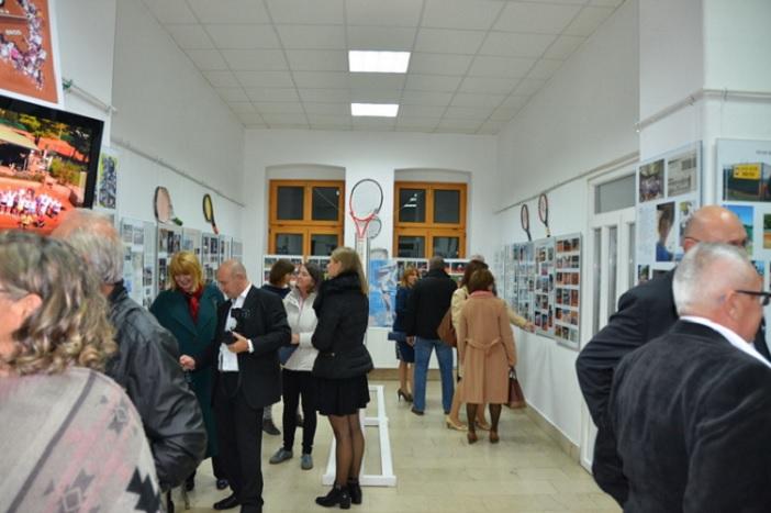 """Izložbom u Likovnom salonu """"Vladimir Becić"""" TK """" Brod"""" obiježio 30. godišnjicu postojanja i rada"""