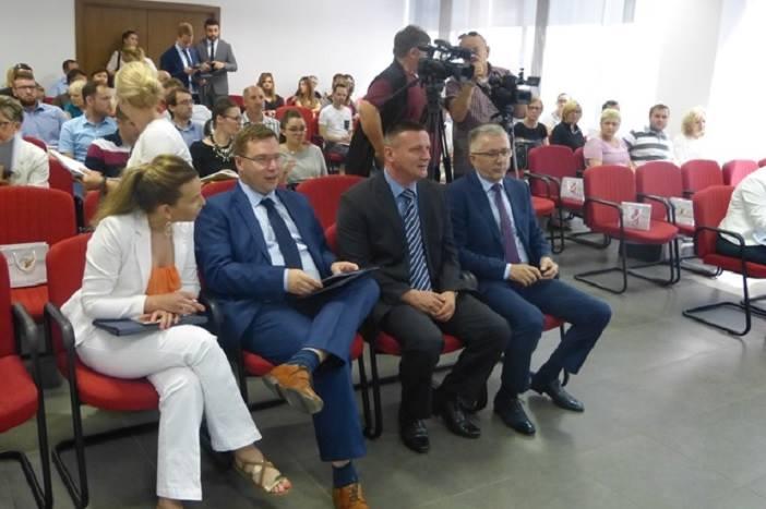 """400 milijuna kuna za zapošljavanje žena u sklopu projekta """"Zaželi"""""""