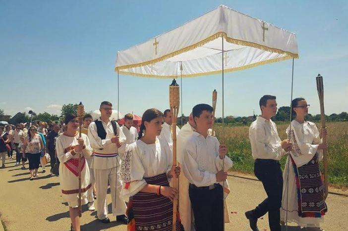 Blagdan Tijelova svečano proslavljen u  novogradiškoj Župi Kraljice sv. Krunice - Jug