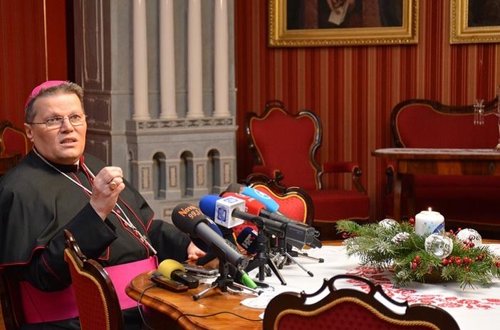 Božićne čestitke nadbiskupa Hranića i dekana Lenića