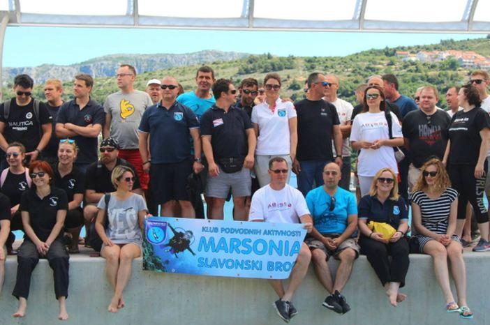 Brodski ronioci u ekološkoj akciji čišćenja podmorja u Dubrovniku