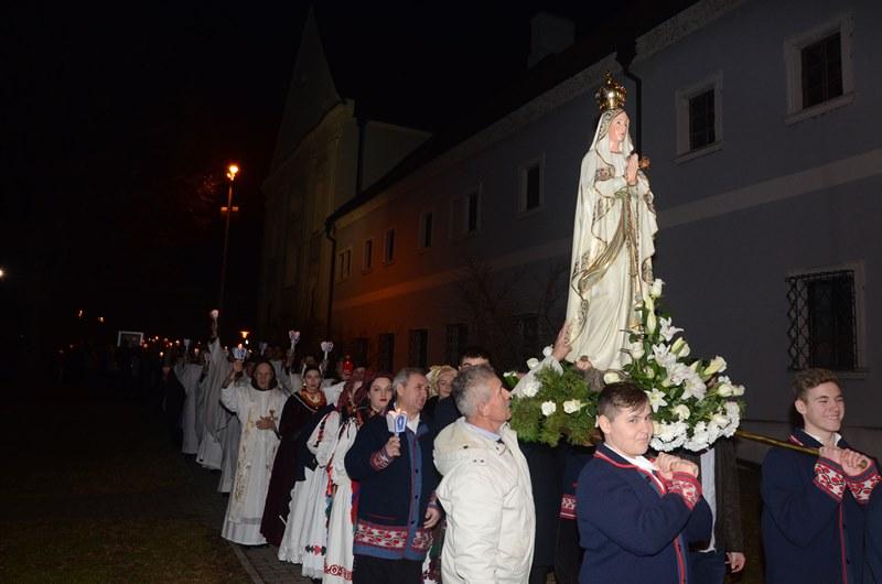Svetom misom i procesijom sa svijećama obilježen blagdan Gospe Lurdske