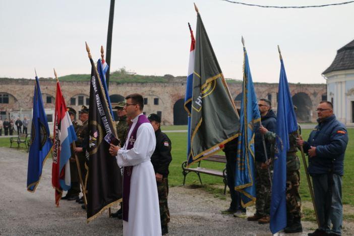 Održan tradicionalni križni put sa svijećama u brodskoj Tvrđavi