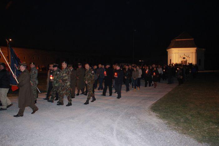 Križni put sa svijećama u brodskoj Tvrđavi u subotu, 25. ožujka