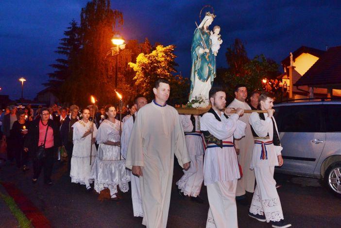 U Župi sv. Dominika Savija na Koloniji blagoslovljen kip BDM Pomoćnice kršćana