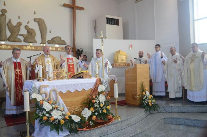 Svećenik mons. dr. Pero Aračić proslavio 50 godina svećeništva