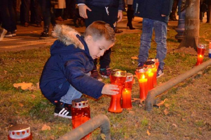 Tisuće svijeća za žrtve 1991. u krugu vukovarske bolnice
