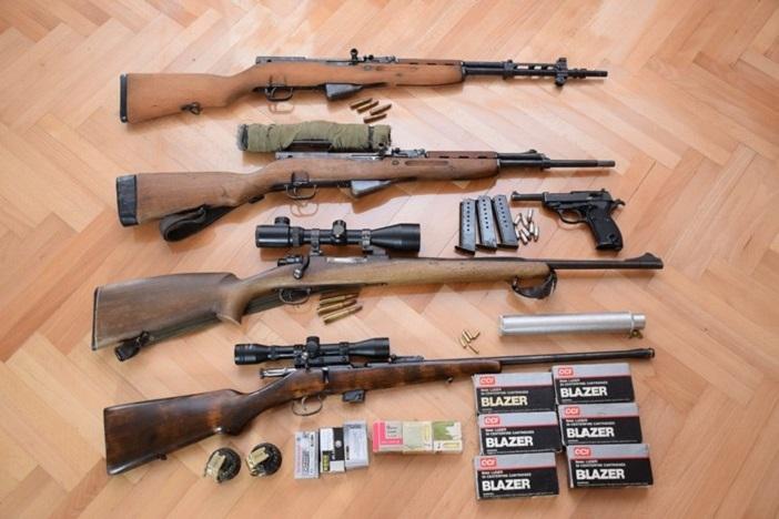 Nedozvoljeno posjedovao mali arsenal oružja