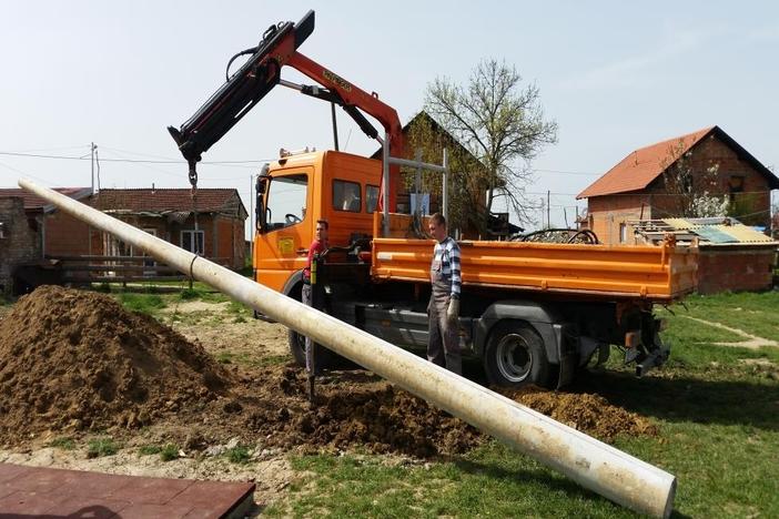 Postavljena javna rasvjeta kod dječjeg igrališta u romskom naselju