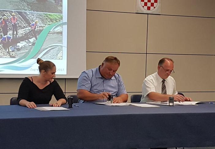 """Potpisani EU ugovori - milijuni za projekt """"2 faza Aglomeracije Nova Gradiška- Rešetari- Cernik"""""""
