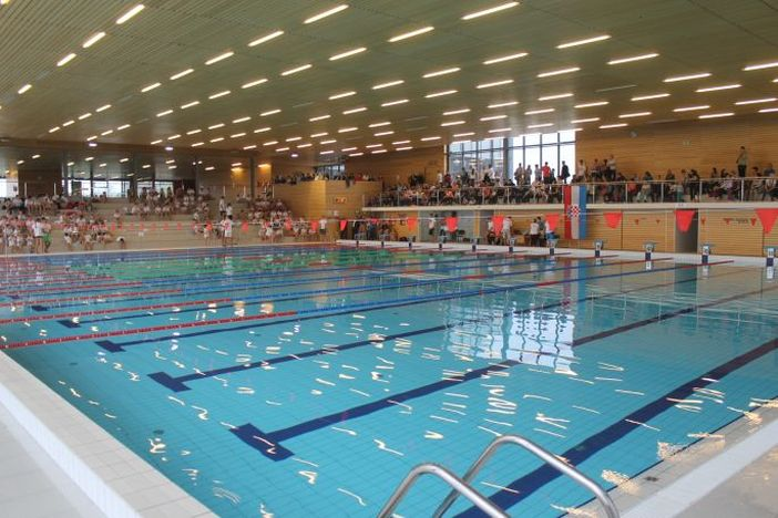 Od danas otvoreni unutrašnji bazeni na gradskim bazenima