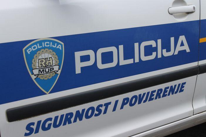 SLAVONSKI BROD - U prevrtanju vozila ozlijeđen 20-godišnjak